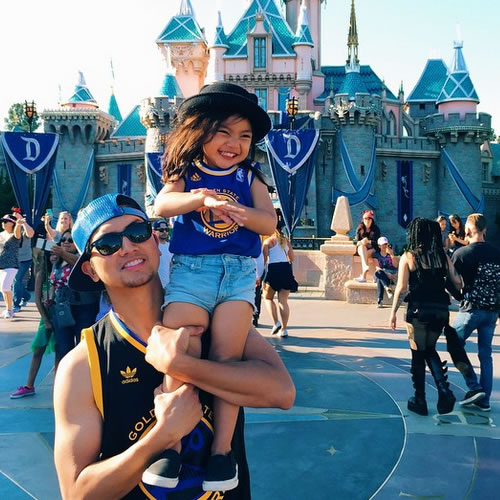 <div class='meta'><div class='origin-logo' data-origin='none'></div><span class='caption-text' data-credit='Photo submitted to KGO-TV by sheen3r/Instagram'>This father and daughter are showing their Warriors love at Disneyland! Tag your photos on Facebook, Twitter, Google Plus or Instagram using #DubsOn7.</span></div>