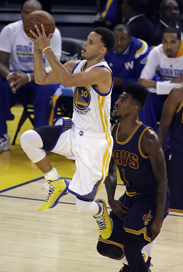 """<div class=""""meta image-caption""""><div class=""""origin-logo origin-image none""""><span>none</span></div><span class=""""caption-text"""">Warriors guard Stephen Curry shoots against Cavaliers guard Iman Shumpert during the first half of Game 1 of basketball's NBA Finals in Oakland, Calif., Thursday, June 4, 2015. (AP Photo/Eric Risberg)</span></div>"""