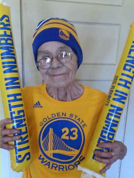 <div class='meta'><div class='origin-logo' data-origin='none'></div><span class='caption-text' data-credit=''>RoseMary P aka Mama P (from Oakland) is game day ready! Tag your photos on Facebook, Twitter, Google Plus or Instagram using #DubsOn7.</span></div>