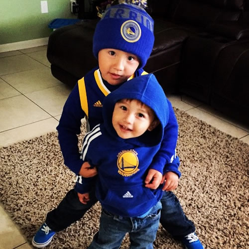 <div class='meta'><div class='origin-logo' data-origin='none'></div><span class='caption-text' data-credit='Photo submitted to KGO-TV by izcalishoe82/Instagram'>Look at these two little Splash Brothers! Tag your photos on Facebook, Twitter, Google Plus or Instagram using #DubsOn7.</span></div>