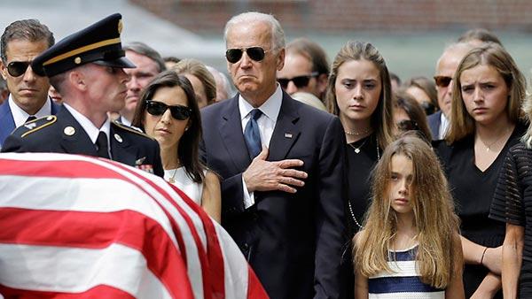 https://cdn.abcotvs.com/dip/images/770111_060615-wpvi-biden-funeral-AP-joe-biden-flag-draped-casket-600.jpg