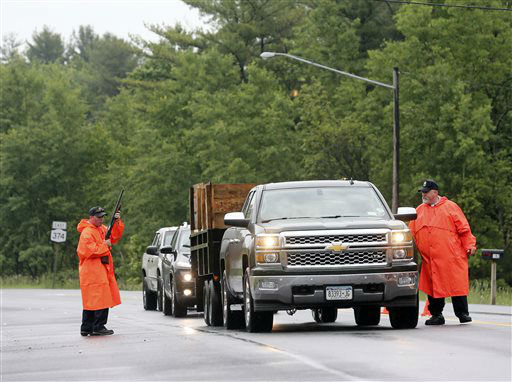 """<div class=""""meta image-caption""""><div class=""""origin-logo origin-image none""""><span>none</span></div><span class=""""caption-text"""">State corrections officers check vehicles at checkpoint on Monday, June 8, 2015, in Cadyville, N.Y. (AP Photo/ Mike Groll)</span></div>"""