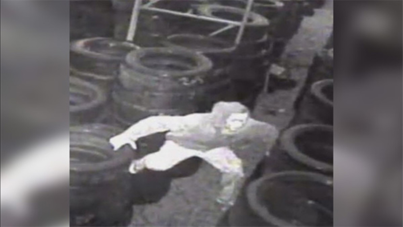 Suspect sought in Kensington tire shop burglary