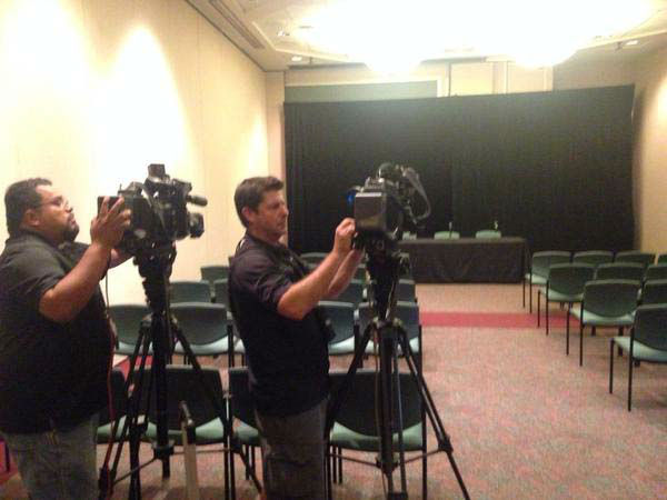 """<div class=""""meta image-caption""""><div class=""""origin-logo origin-image none""""><span>none</span></div><span class=""""caption-text"""">ABC-13 photographers setting up for a press conference at MD Anderson (KTRK Photo)</span></div>"""