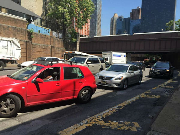 """<div class=""""meta image-caption""""><div class=""""origin-logo origin-image none""""><span>none</span></div><span class=""""caption-text"""">Drivers emerging from the Lincoln Tunnel after a long delay.</span></div>"""
