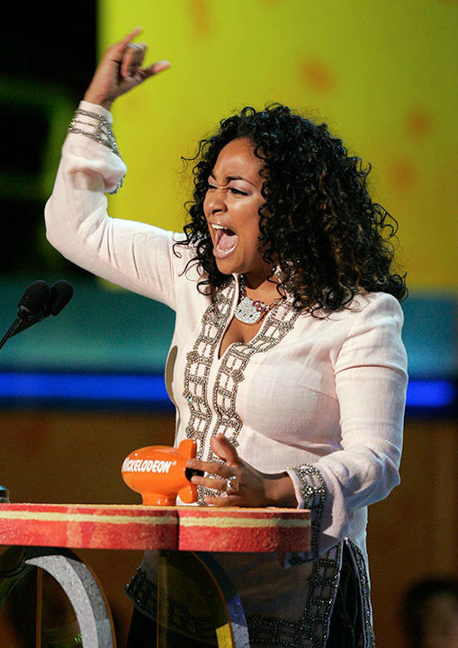 "<div class=""meta image-caption""><div class=""origin-logo origin-image none""><span>none</span></div><span class=""caption-text"">Symone accepts her award for favorite TV actress during the 2005 Kids' Choice Awards. (AP Photo/MARK J. TERRILL)</span></div>"