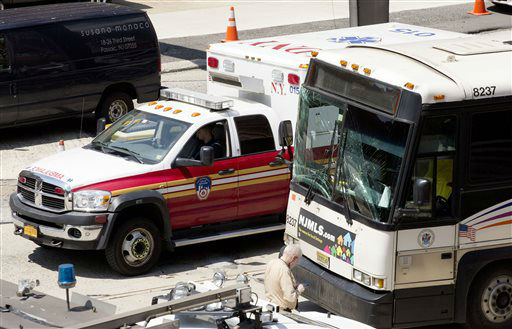 """<div class=""""meta image-caption""""><div class=""""origin-logo origin-image none""""><span>none</span></div><span class=""""caption-text"""">The windshield of a New Jersey Transit bus is cracked after the accident inside the Lincoln Tunnel. (AP Photo/ Mark Lennihan)</span></div>"""
