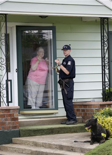 """<div class=""""meta image-caption""""><div class=""""origin-logo origin-image none""""><span>none</span></div><span class=""""caption-text"""">A law enforcement officer speaks to Barbara McCasland, who lives near the prison, in Dannemora, N.Y., Wednesday, June 10, 2015. (AP Photo/ Seth Wenig)</span></div>"""