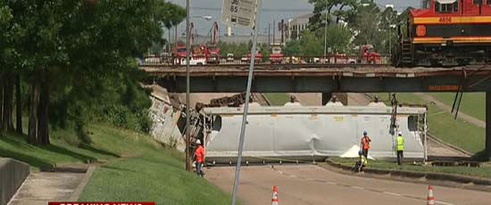 """<div class=""""meta image-caption""""><div class=""""origin-logo origin-image none""""><span>none</span></div><span class=""""caption-text"""">A train derailed today west of downtown over the Old Katy Road; no one was hurt (KTRK Photo)</span></div>"""