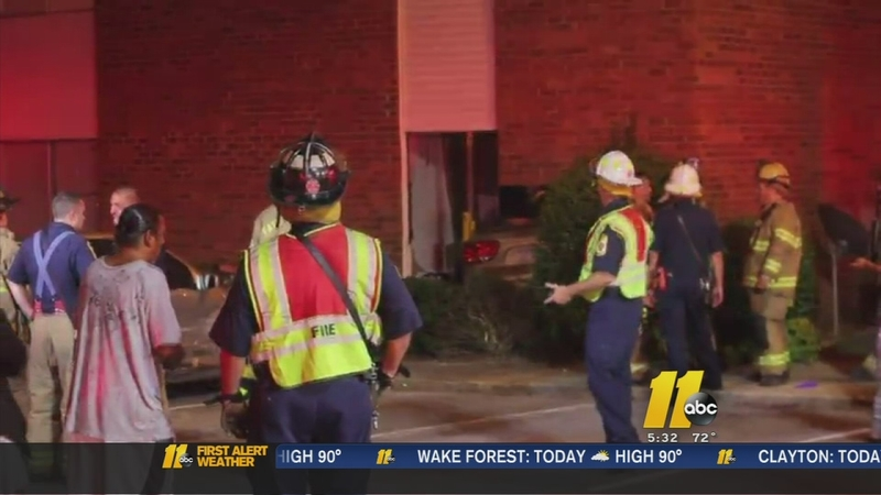 Car hits apartment complex in Fayetteville