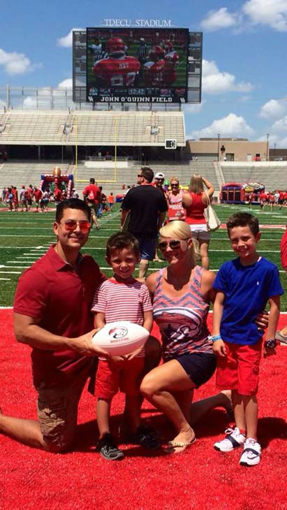 "<div class=""meta image-caption""><div class=""origin-logo origin-image none""><span>none</span></div><span class=""caption-text"">Erik Barajas and his family at the University of Houston (KTRK Photo)</span></div>"