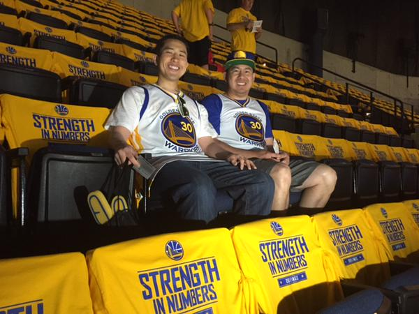 "<div class=""meta image-caption""><div class=""origin-logo origin-image none""><span>none</span></div><span class=""caption-text"">Look who Michael Finney found inside Oracle Arena during Game 5 of the NBA Finals on Sunday, June 14, 2015 --- Warriors fan Henry Yu! (KGO-TV)</span></div>"