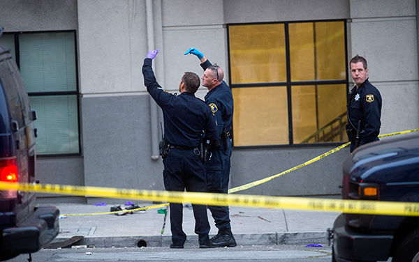 "<div class=""meta image-caption""><div class=""origin-logo origin-image none""><span>none</span></div><span class=""caption-text"">Police examine the scene of a balcony collapse in Berkeley, Calif. on Tuesday, June 16, 2015. (AP Photo/ Noah Berger)</span></div>"