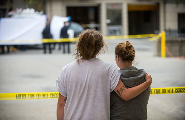 """<div class=""""meta image-caption""""><div class=""""origin-logo origin-image none""""><span>none</span></div><span class=""""caption-text"""">Two women embrace while watching sheriff's deputies move the body of a person who died when a fifth floor balcony collapsed in Berkeley, Calif. on Tuesday, June 16, 2015. (AP Photo/ Noah Berger)</span></div>"""