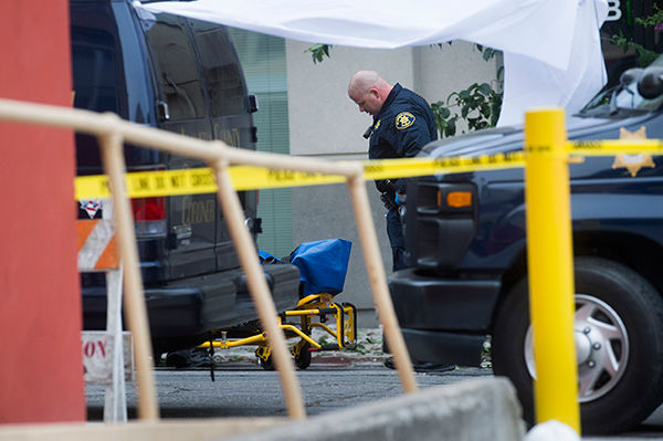 """<div class=""""meta image-caption""""><div class=""""origin-logo origin-image none""""><span>none</span></div><span class=""""caption-text"""">A sheriff's deputy prepares to move the body of a person who died when a fifth floor balcony collapsed in Berkeley, Calif. on Tuesday, June 16, 2015. (AP Photo/ Noah Berger)</span></div>"""