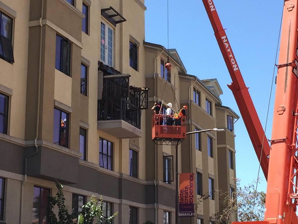 "<div class=""meta image-caption""><div class=""origin-logo origin-image none""><span>none</span></div><span class=""caption-text"">Crews examine a balcony that collapsed and killed and injured several people in Berkeley, Calif. on June 16, 2015. (KGO-TV/Elissa Harrington)</span></div>"
