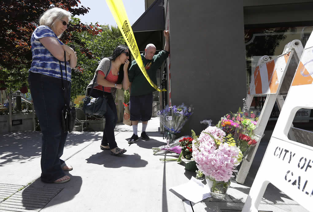 "<div class=""meta image-caption""><div class=""origin-logo origin-image none""><span>none</span></div><span class=""caption-text"">Two women and a man look at a makeshift memorial for victims of a balcony that collapsed in Berkeley, Calif., Tuesday, June 16, 2015. (AP Photo/Jeff Chiu)</span></div>"