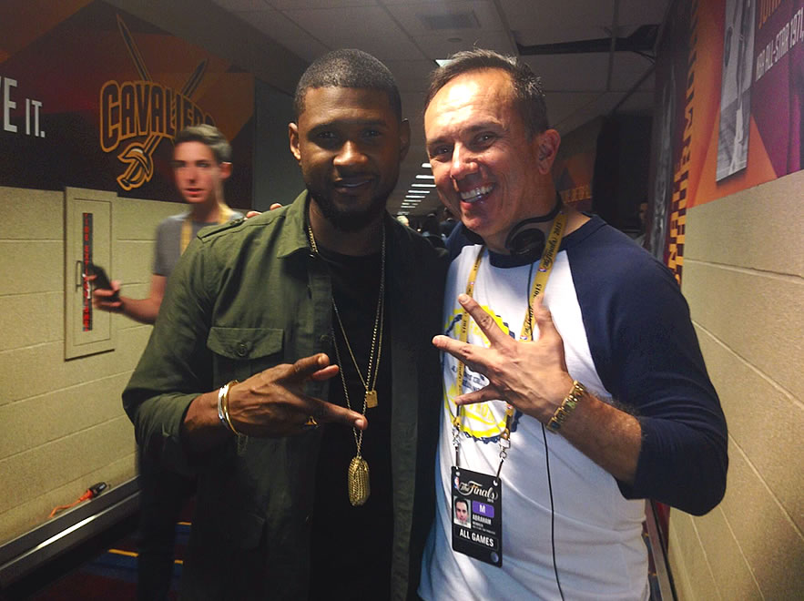 "<div class=""meta image-caption""><div class=""origin-logo origin-image none""><span>none</span></div><span class=""caption-text"">Here is ABC7 Sports photographer Abe Mendoza (right) who ran into Usher after he sang the ""Star-Spangled Banner"" at NBA Finals Game 3 in Cleveland, Ohio on June 11, 2015.  (KGO-TV)</span></div>"