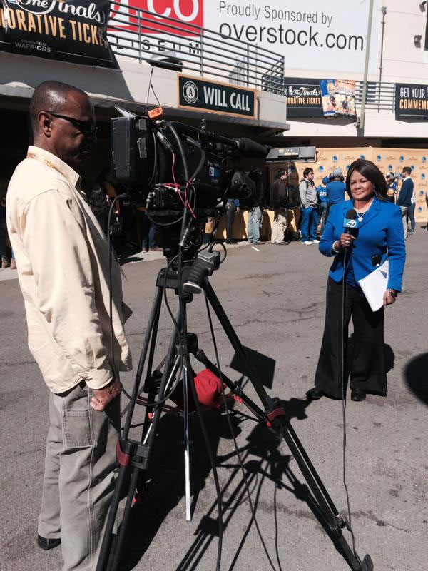 "<div class=""meta image-caption""><div class=""origin-logo origin-image none""><span>none</span></div><span class=""caption-text"">Here is ABC7 News reporter Carolyn Tyler outside Oracle Arena on June 16, 2015 about to go live on camera for our pre-game show. (KGO-TV)</span></div>"