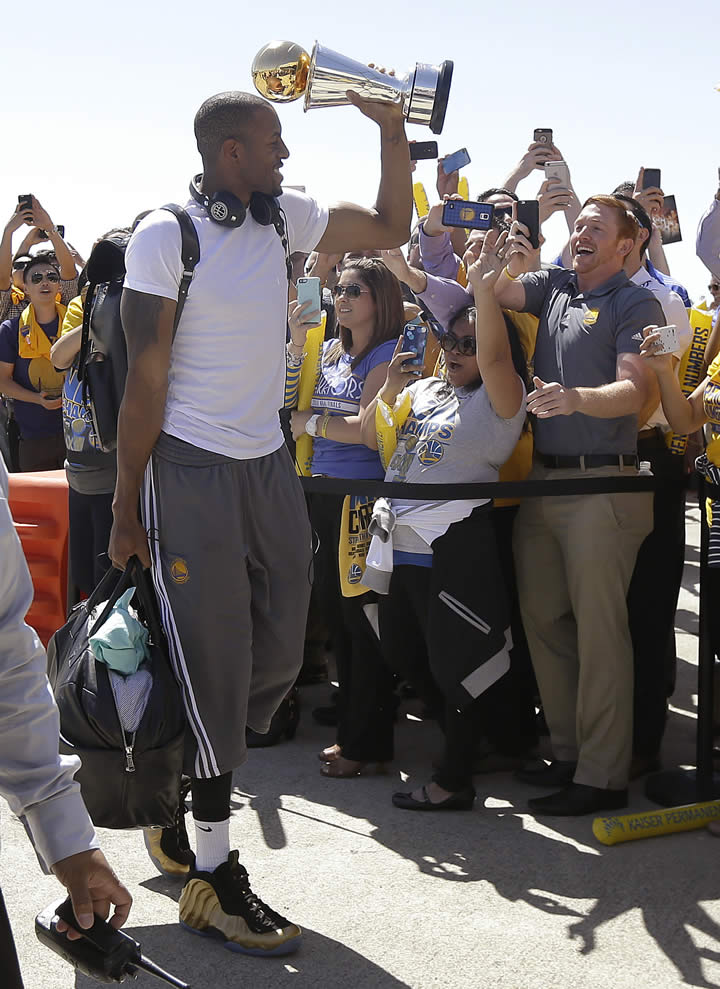 "<div class=""meta image-caption""><div class=""origin-logo origin-image none""><span>none</span></div><span class=""caption-text"">Golden State Warriors forward Andre Iguodala lifts the NBA Finals MVP trophy as he walks past team employees in Oakland, Calif., June 17, 2015. (AP Photo/Jeff Chiu)</span></div>"