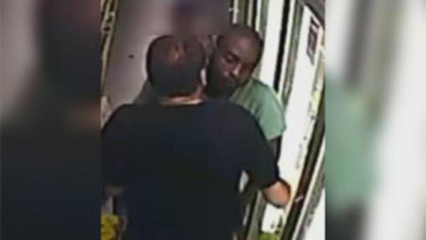 Man robbed in Kensington grocery store