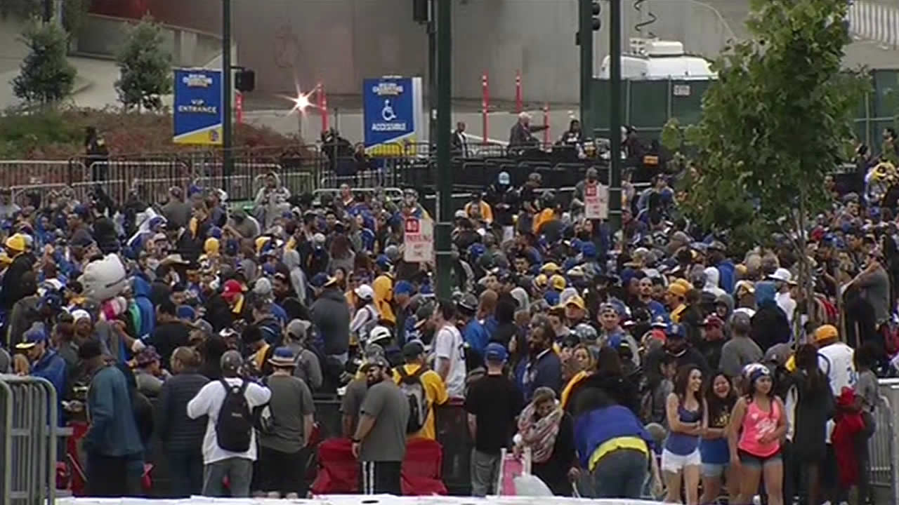 "<div class=""meta image-caption""><div class=""origin-logo origin-image none""><span>none</span></div><span class=""caption-text"">Hundreds gathered early in Oakland for the Golden State Warriors parade on Friday, June 19, 2015. (KGO)</span></div>"