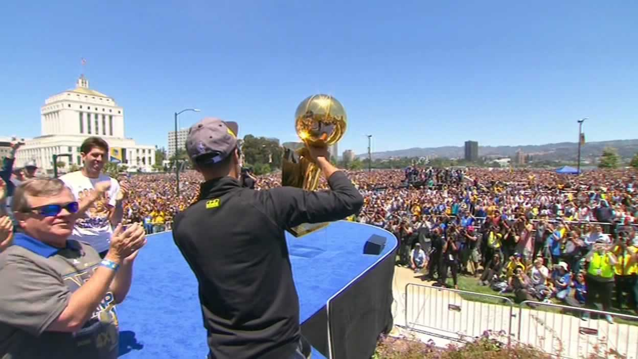 "<div class=""meta image-caption""><div class=""origin-logo origin-image none""><span>none</span></div><span class=""caption-text"">Steph Curry shows off the Warriors' NBA championship trophy at the rally outside of Oakland's Kaiser Convention Center on Friday, June 19, 2015. (KGO-TV)</span></div>"