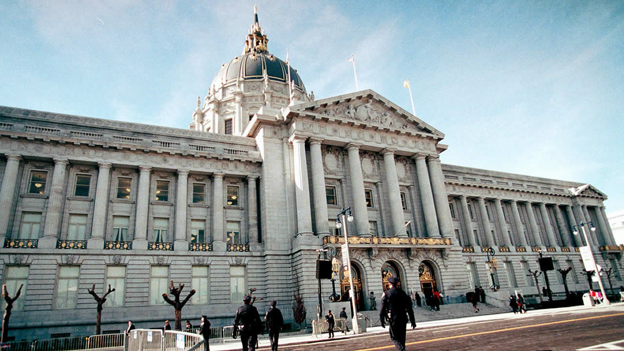 San Francisco's City Hall reopens in 1999