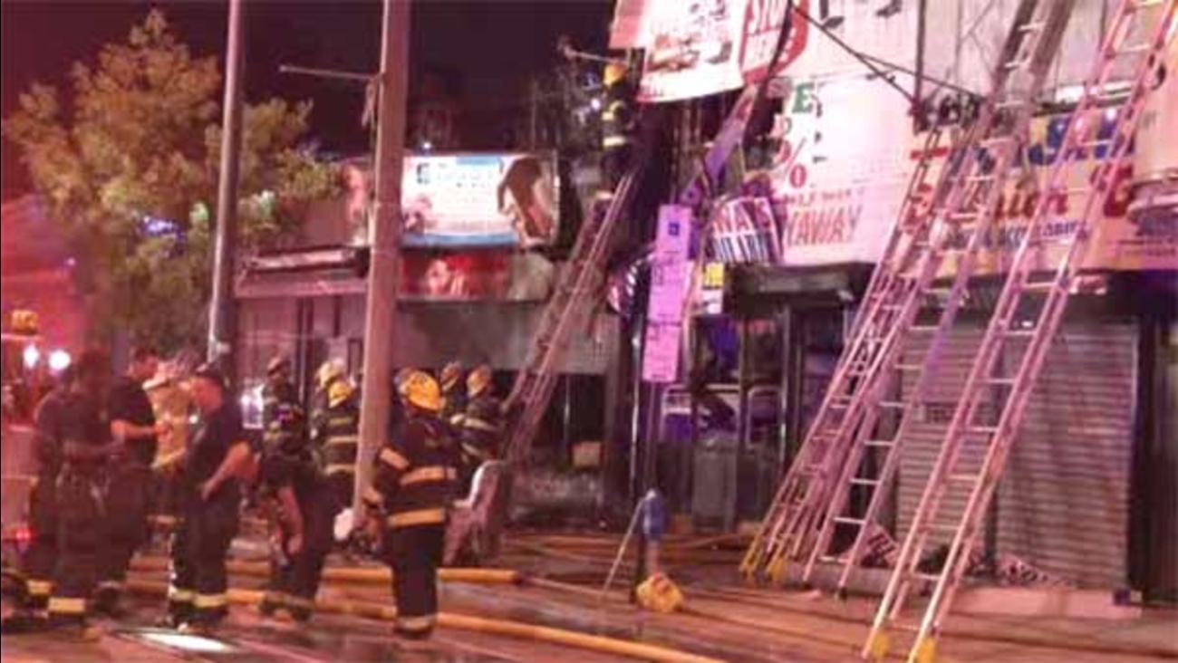Firefighter injured in 3 building blaze in SW Philadelphia