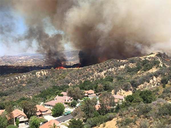 "<div class=""meta image-caption""><div class=""origin-logo origin-image kabc""><span>KABC</span></div><span class=""caption-text"">ABC7 viewer Valentina Hidalgo (@valentinax07) sent us this photo of the Calgrove Fire burning in Santa Clarita Wednesday, June 24, 2015. (https://twitter.com/valentinax07)</span></div>"