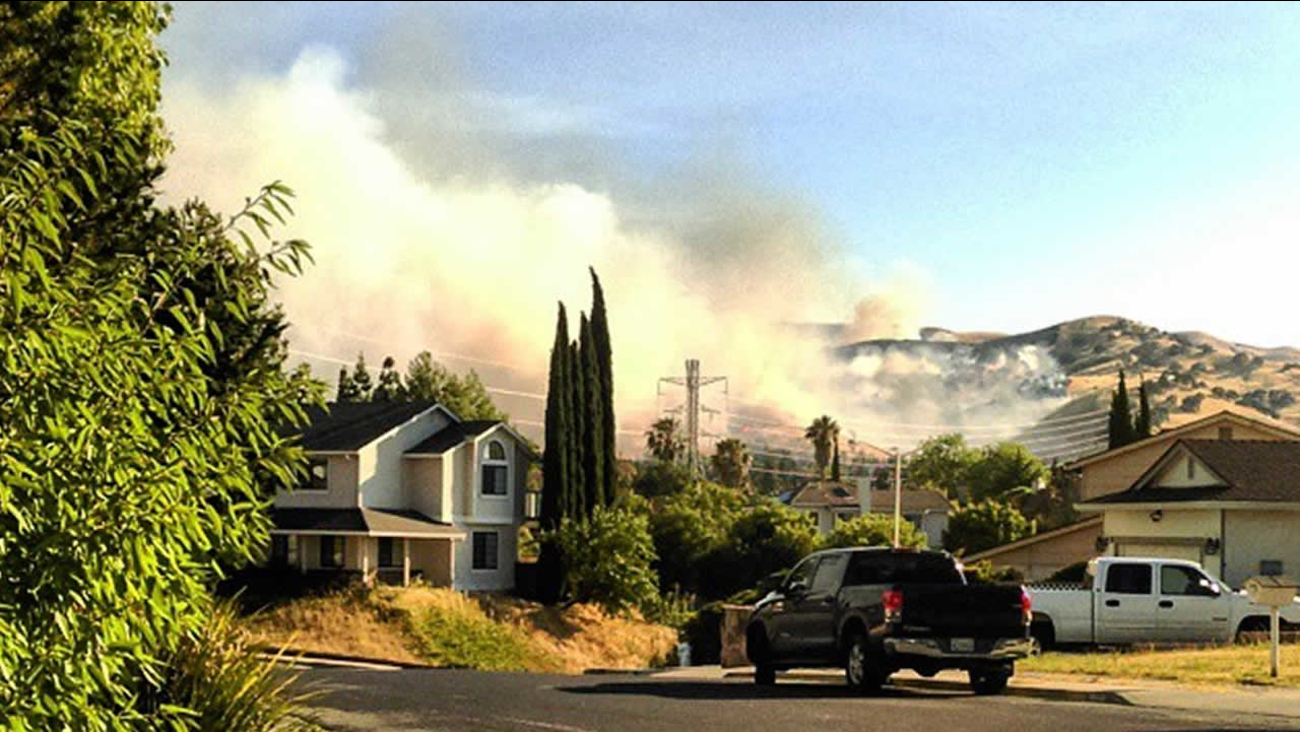 A huge smoke plume from a brush fire burning in Contra Loma Regional Park in Antioch, Calif. on Wednesday, June 24, 2015 is seen from a resident's front yard.