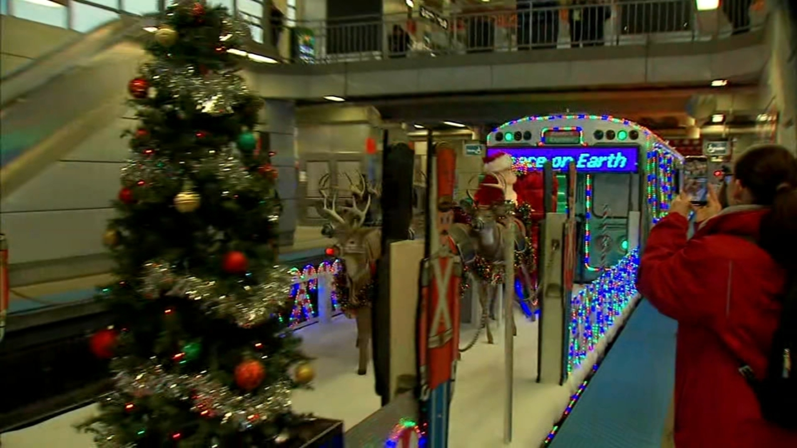 Cta Holiday Train Bus Schedule 2020 See When Santa Rides Into Your Chicago Neighborhood Internewscast