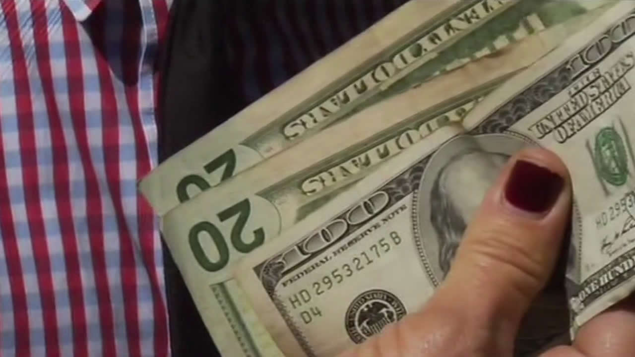 """<div class=""""meta image-caption""""><div class=""""origin-logo origin-image """"><span></span></div><span class=""""caption-text"""">Chasing the cash! A mystery millionaire's scavenger hunt for cash in the Bay Area stirs up a frenzy. (KGO)</span></div>"""