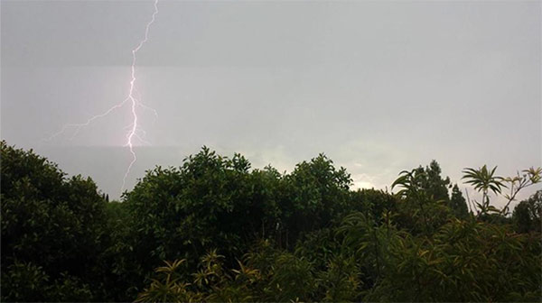 "<div class=""meta image-caption""><div class=""origin-logo origin-image kabc""><span>KABC</span></div><span class=""caption-text"">ABC7 viewer Susan Kay shared this photo of lightning in Aliso Viejo using #ABC7Eyewitness. (ABC7 viewer Susan Kay)</span></div>"
