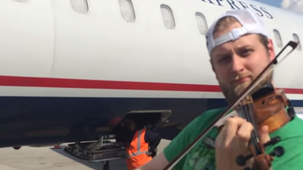Zach De Pue started playing his violin on the tarmac after not being allowed to board his flight.