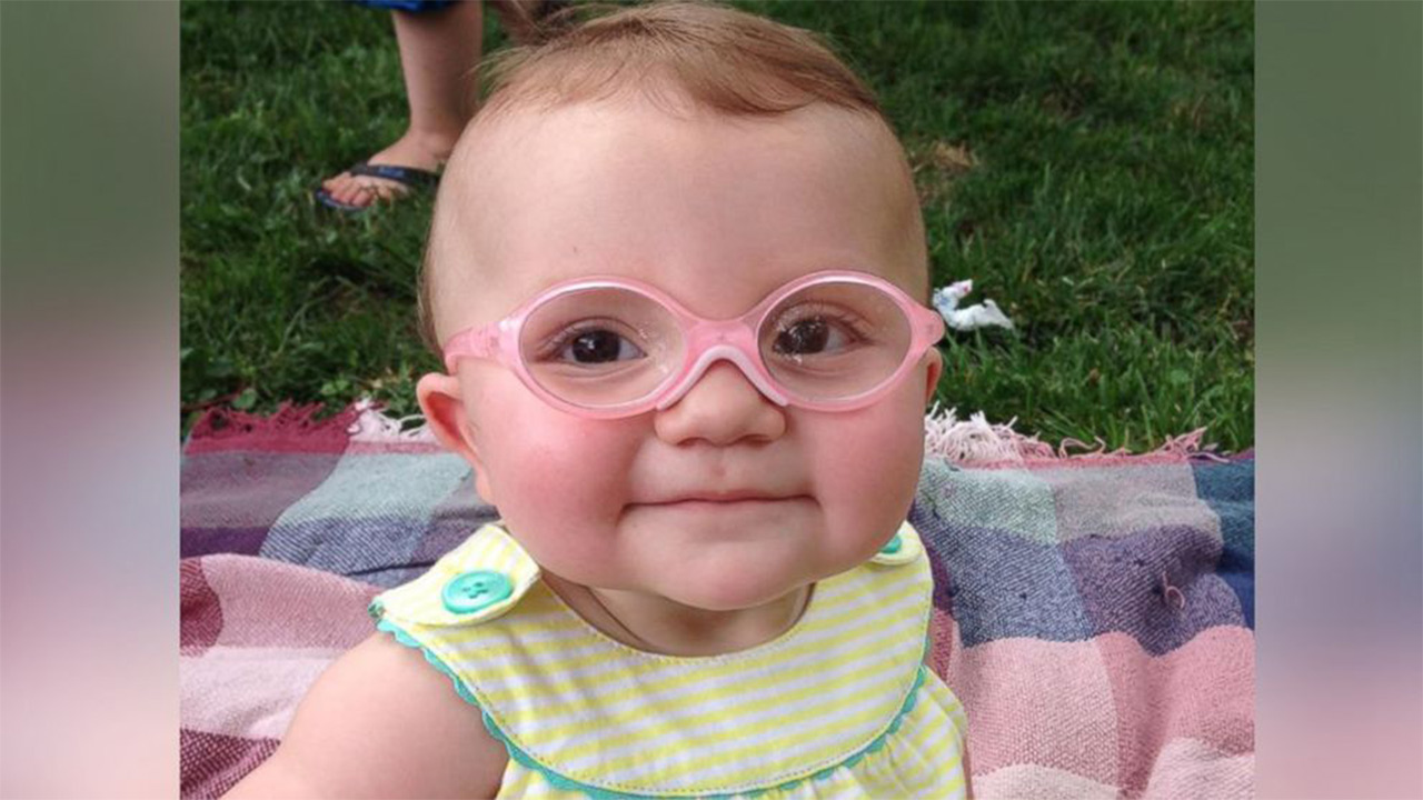 8917aea422 Watch baby delighted to see parents after trying on glasses for first time  jpg 1300x732 Piper