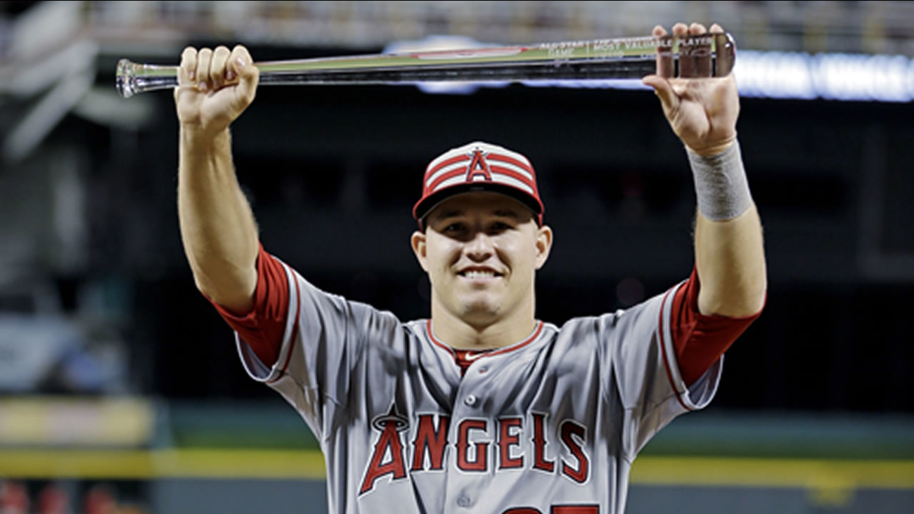 American League's Mike Trout, of the Los Angeles Angels, holds the MVP trophy after the MLB All-Star baseball game, Tuesday, July 14, 2015, in Cincinnati.