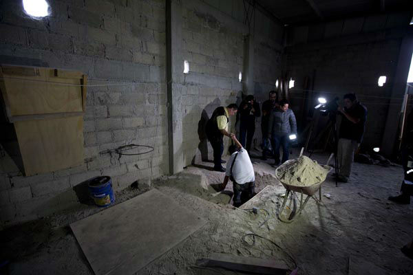 "<div class=""meta image-caption""><div class=""origin-logo origin-image none""><span>none</span></div><span class=""caption-text"">Journalists exit the tunnel where according to authorities drug lord Joaquin ""El Chapo"" Guzman made his escape from the Altiplano maximum security prison in Almoloya (AP Photo/ Eduardo Verdugo)</span></div>"