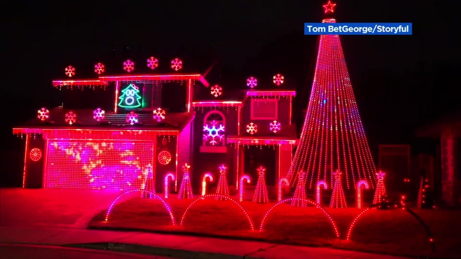 Morris Park Christmas Lights 2021 Hours Of Operation Tracy Man Revives Masterful Christmas Light Show Display With New Meaning For 2020 Holidays Abc7 San Francisco