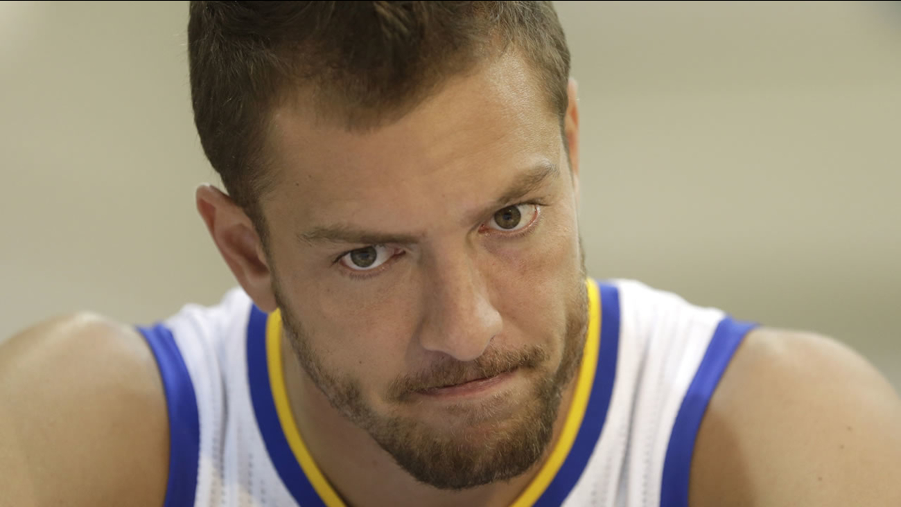 Golden State Warriors' David Lee answers questions from reporters during NBA basketball media day, Monday, Sept. 29, 2014, in Oakland, Calif. (AP Photo/Ben Margot)