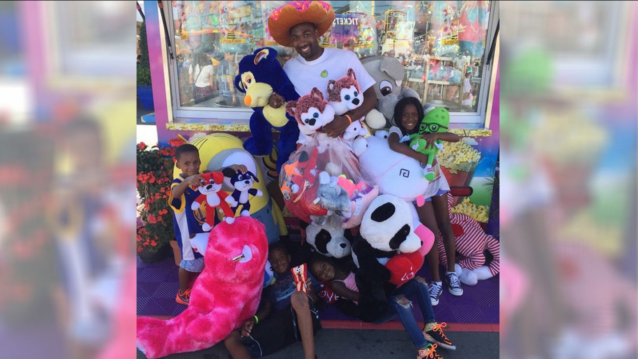 Former NBA star Gilbert Arenas posted this photo on Instagram after dominating the basketball games at the Orange County Fair.