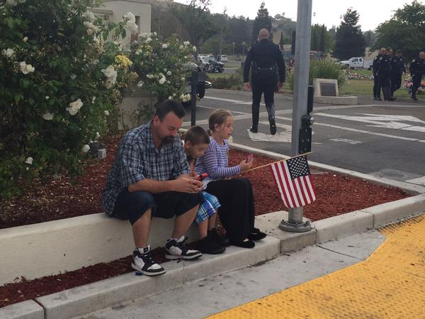 "<div class=""meta image-caption""><div class=""origin-logo origin-image none""><span>none</span></div><span class=""caption-text"">A family from Fremont awaiting the memorial procession of Sgt. Scott Lunger in Hayward, Calif. on Thursday, July 30, 2015. (KGO-TV/Janet O)</span></div>"
