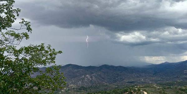 "<div class=""meta image-caption""><div class=""origin-logo origin-image kabc""><span>KABC</span></div><span class=""caption-text"">ABC7 viewer Amy shared this photo of lightning in the Lake Arrowhead area on Wednesday, July 29, 2015. (twitter.com/LAMountainTweet)</span></div>"