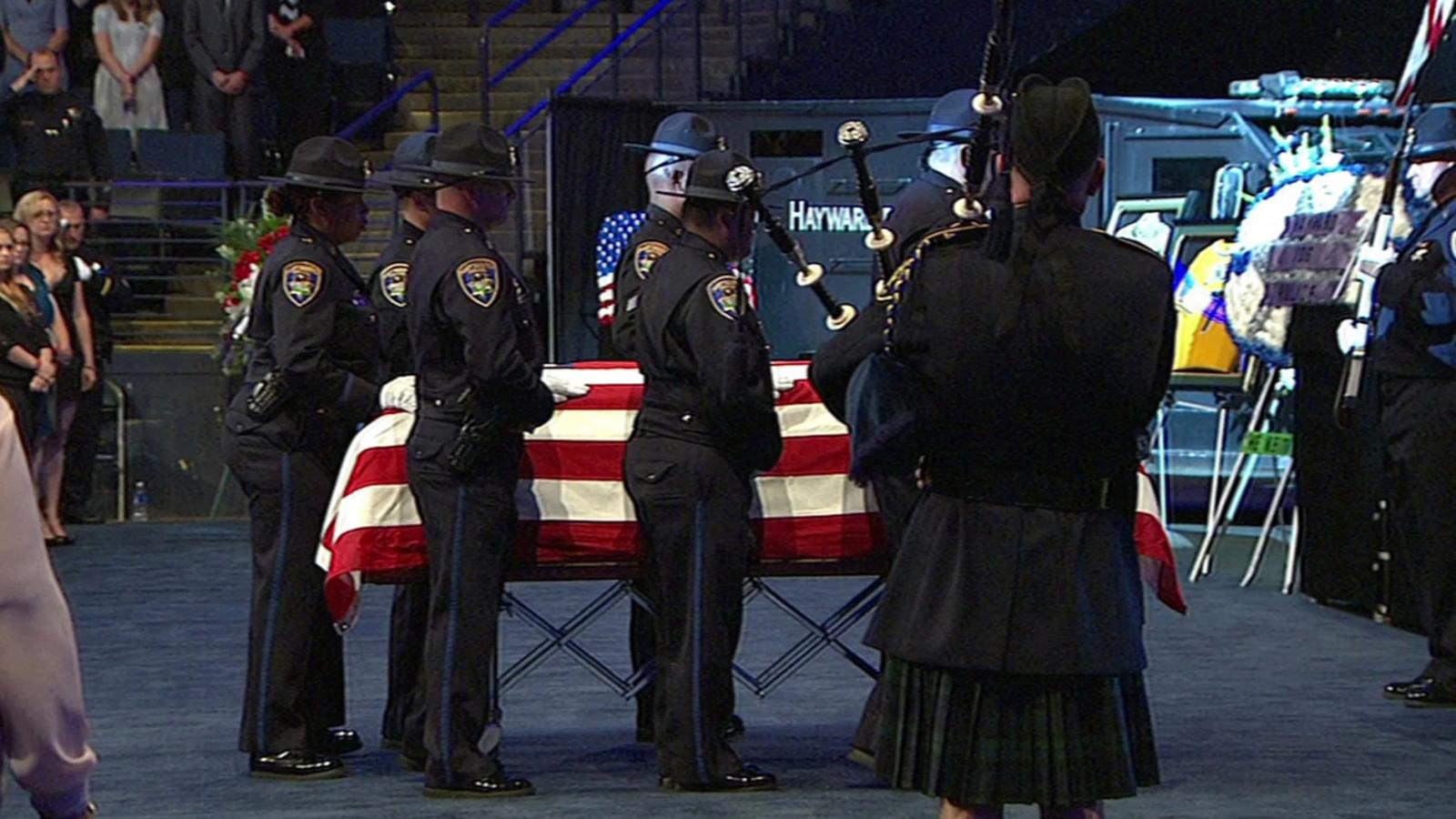VIDEO: Bagpipes play at Hayward sergeant's memorial