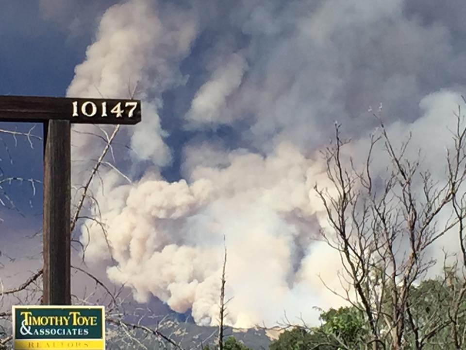 "<div class=""meta image-caption""><div class=""origin-logo origin-image none""><span>none</span></div><span class=""caption-text"">Smoke from the Rocky Fire burning in Lake County, Calif. is visible from an ABC7 viewer's front yard on Sunday, August 2, 2015. (Photo submitted to KGO-TV by Anna G./Facebook)</span></div>"