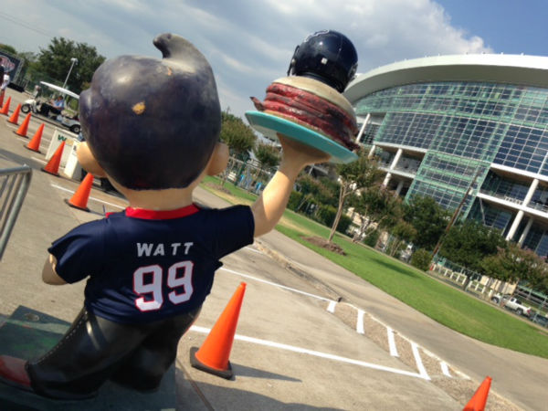 "<div class=""meta image-caption""><div class=""origin-logo origin-image none""><span>none</span></div><span class=""caption-text"">Houston Texans fans are ready to support their team and many showed up to Monday night's evening practice at NRG Stadium (KTRK/Kevin Quinn)</span></div>"
