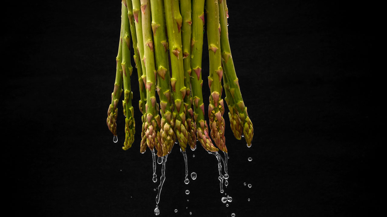 Photo of asparagus and water.