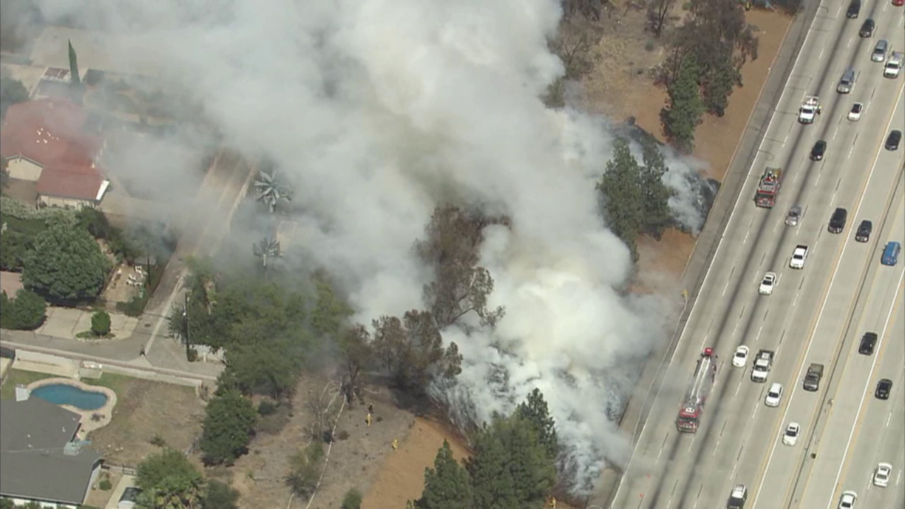A small brush fire erupted along the 118 Freeway in the Porter Ranch area on Tuesday, Aug. 4, 2015.