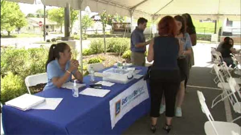 VIDEO: ALDI grocery store hosts job fair