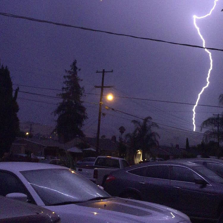 "<div class=""meta image-caption""><div class=""origin-logo origin-image none""><span>none</span></div><span class=""caption-text"">Hundreds of lightning strikes lit up the sky all across the Bay Area on Thursday, August 6, 2015. (Photo submitted to KGO-TV by Bianey I/Facebook)</span></div>"